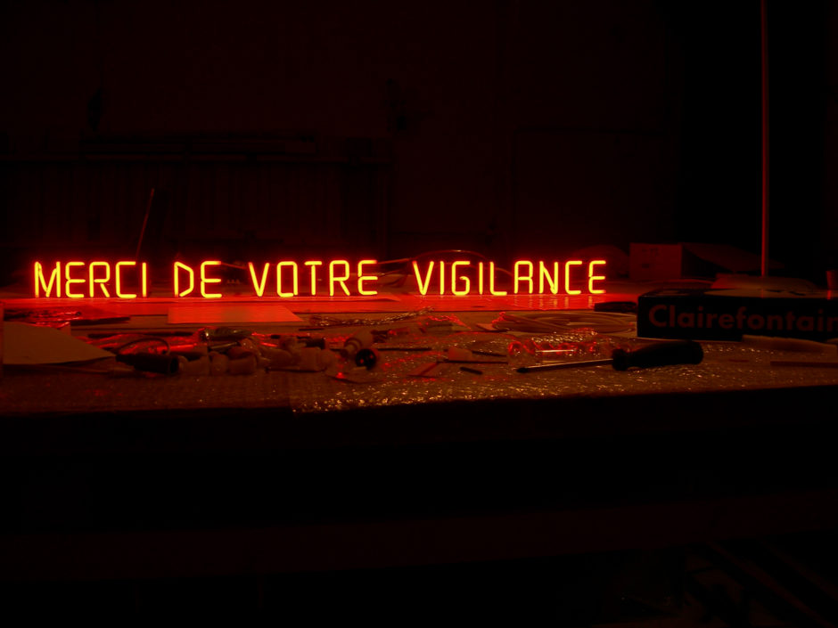 Claire Fontaine, Pay Attention Motherfucker (Neon) 2006