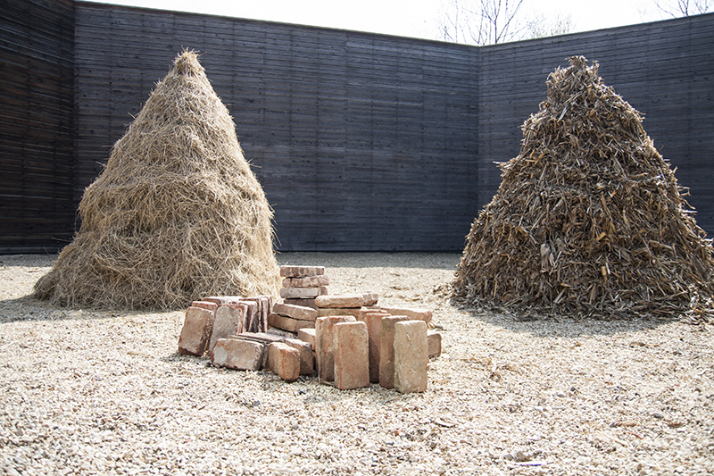 OHO Group, Haystack, Corn, Bricks, 1969.