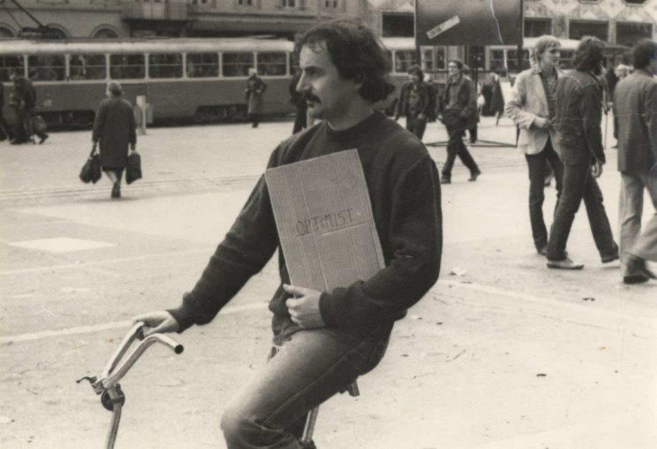 Vlado Martek (Group of Six Authors) Poetic action Optimist Exhibition-action on the Republic Square Zagreb 19 10 1979 1979 bw photograph 100 x 142